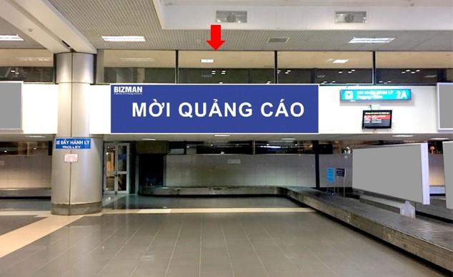 Vị trí DA32: Bảng quảng cáo hộp đèn ốp tường phía trên băng chuyền hành lý 2A, khu vực cách ly Nội địa đến, sảnh A, tầng