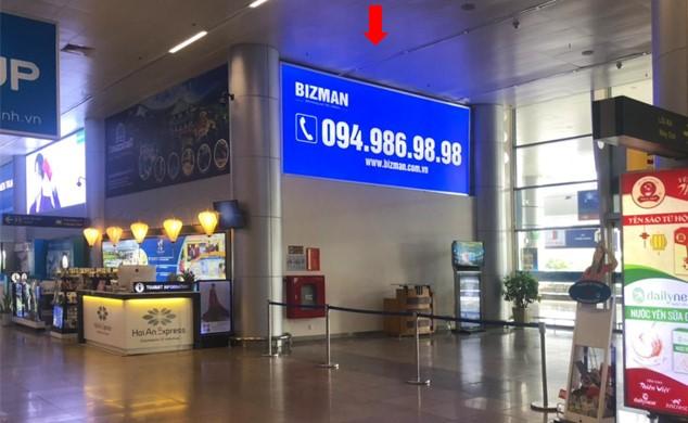 Vị trí GHI18: 01 bảng hộp đèn quảng cáo dựng trên cửa ra A4, khu vực cách ly Ga đến Quốc Nội