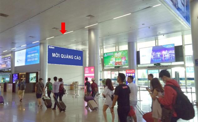 Vị trí GHI12: 01 bảng hộp đèn quảng cáo dựng trên cửa ra A3, khu vực cách ly Ga đến Quốc Nội