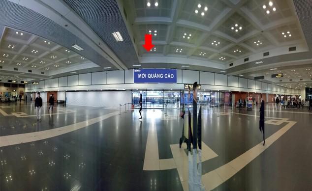 Vị trí IP14: Bảng quảng cáo hộp đèn ốp tường phía trên cửa ra khu vực công cộng ga đến, sảnh A, tầng 1