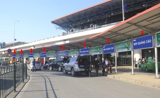 Vị trí OP67 – OP81: Tại mái che làn đón xe - trước cửa sảnh A của Nhà ga T1