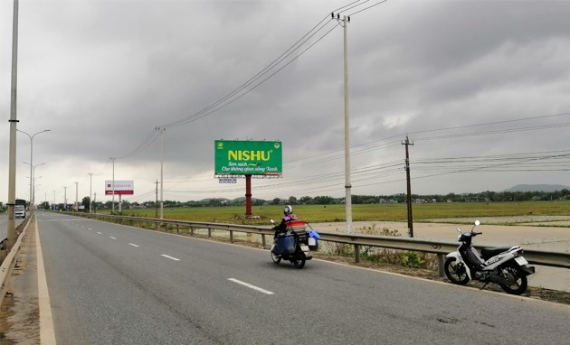 Vị trí KmH8/960 + 95 (Bên phải): Nằm trên tuyến QL1A, đoạn Đà Nẵng - Tam Ký, tỉnh Quảng Nam