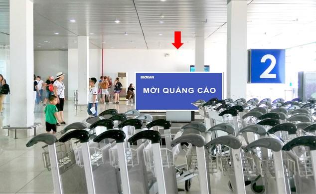 Vị trí DA02: Bảng quảng cáo nằm trên băng chuyền hành lý khu vực cách ly Ga đến
