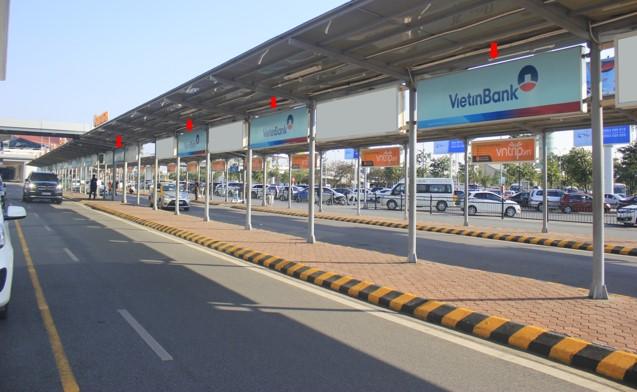 Vị trí OP96 - OP108: 06 hộp đèn lắp đặt tại làn 1 mái che đợi xe, trước cửa ra sảnh E, nhà ga T1