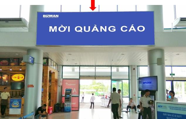 Vị trí DA03: Bảng quảng cáo ốp tường thẳng cửa ra Ga đến số 2