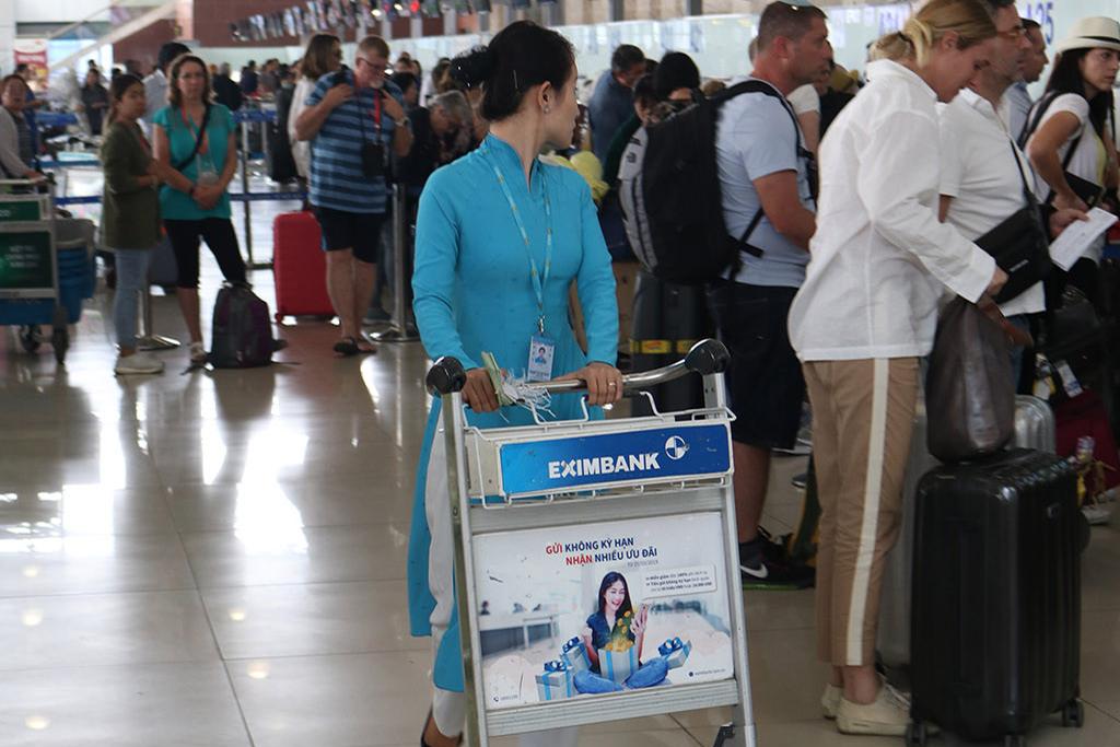 Quảng cáo trên xe đẩy hành lý tại các cảng hàng không